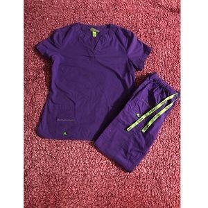 CROCS Plum S/XSP Scrub Top and Pants Set